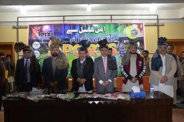03.Former World Squash Champion Qamar Zaman and VC KMU Prof Dr Arshad Javed along with others during Inaugural Ceremony of KMU 3rd Sports Gala 20171514283109.JPG